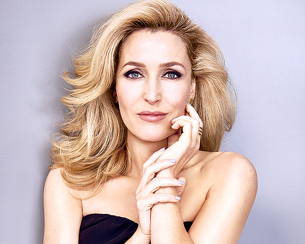 Gillian Anderson Sounds Off on Aging di Hollywood